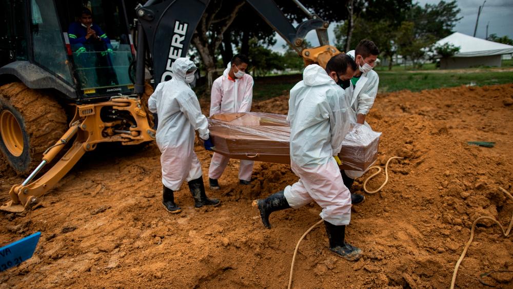 Muertes semanales por COVID-19 aumentan un 11 % en el mundo - Brasil panteon coronavirus covid19 muertes