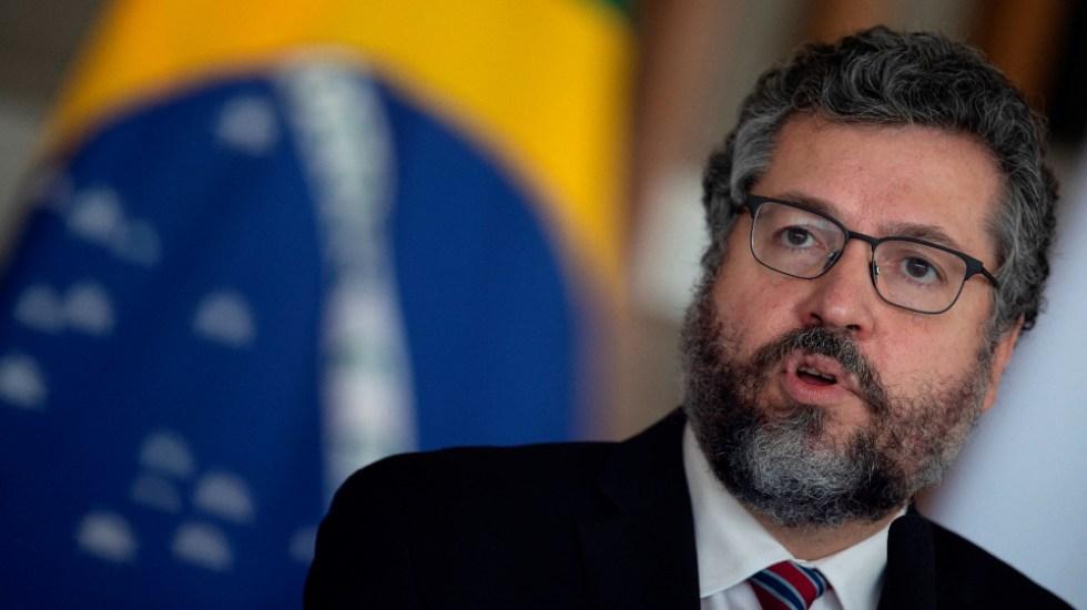 Canciller brasileño renuncia presionado por la base política de Bolsonaro - El canciller brasileño Ernesto Araujo