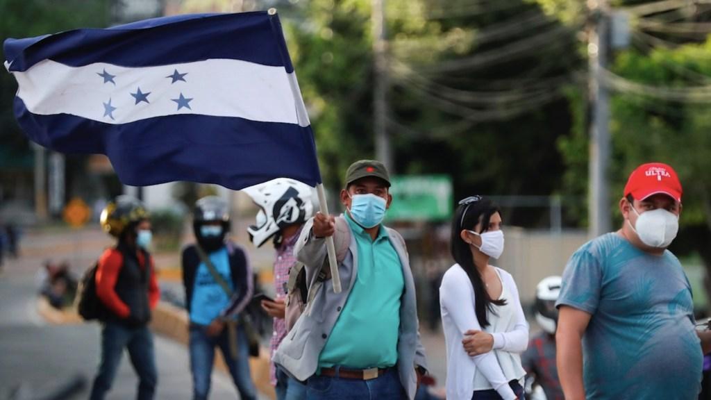 Nueva caravana de migrantes con rumbo a Estados Unidos comienza a formarse en Honduras - Caravana migrante proveniente de Honduras. Foto de EFE / Archivo