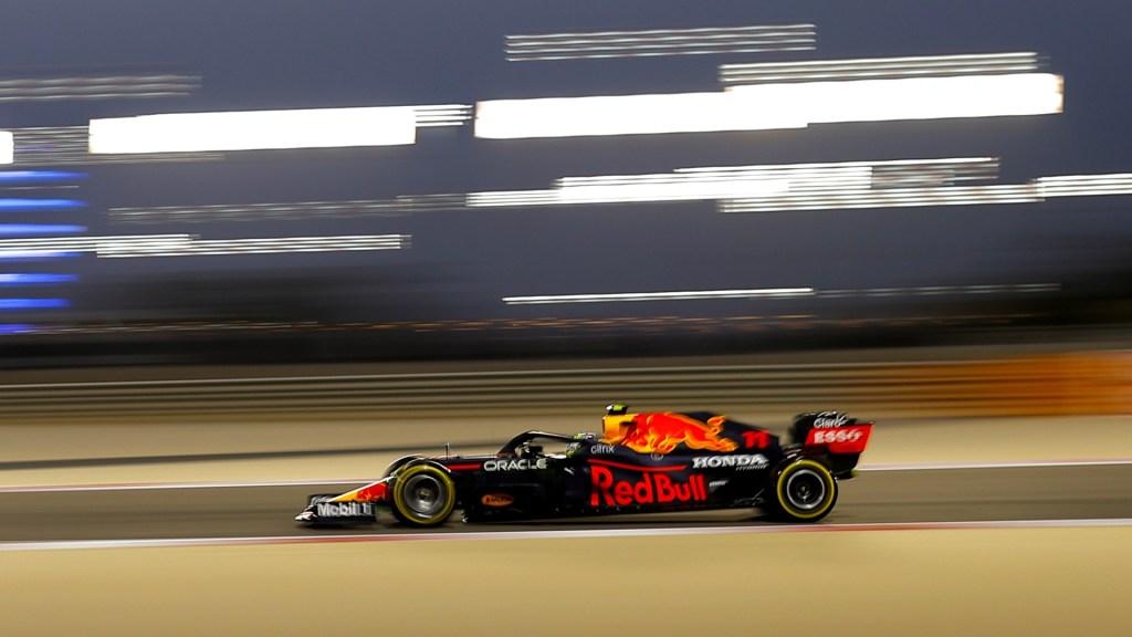 'Checo' Pérez finaliza en Top 10 de entrenamientos libres rumbo al GP de Baréin - 'Checo' Pérez a bordo de su monoplaza de Red Bull Racing Honda. Foto de EFE