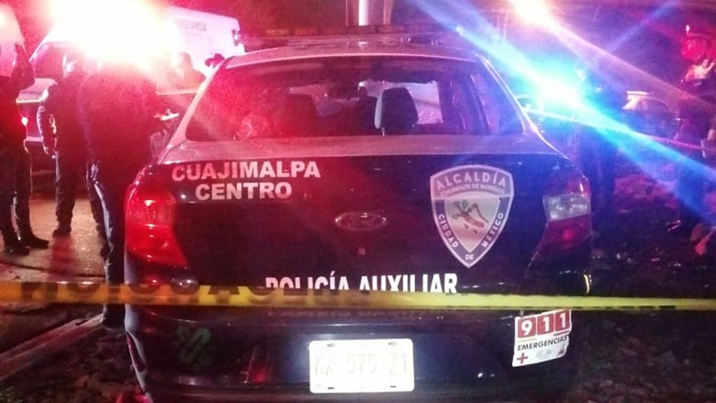 Murió policía capitalino al chocar patrulla durante persecución - Choque de patrulla contra poste en Álvaro Obregón. Foto de @IA_NewsSpace