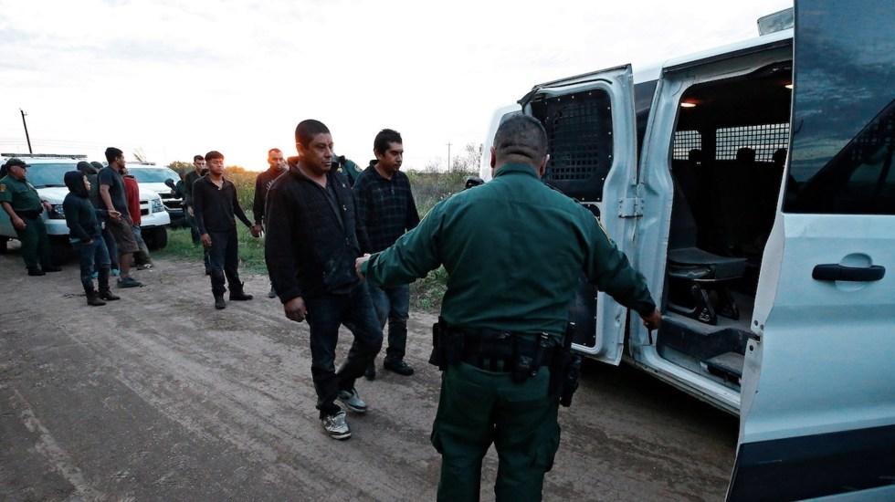 Estados Unidos aumenta a 62 mil 500 los refugiados que recibe - Detención de migrantes en frontera con México. Foto de EFE