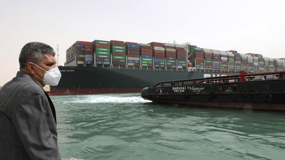 Tráfico naval en el canal de Suez podría mantenerse suspendido por semanas, temen autoridades - Evergreen Canal de Suez egipto barco encallado