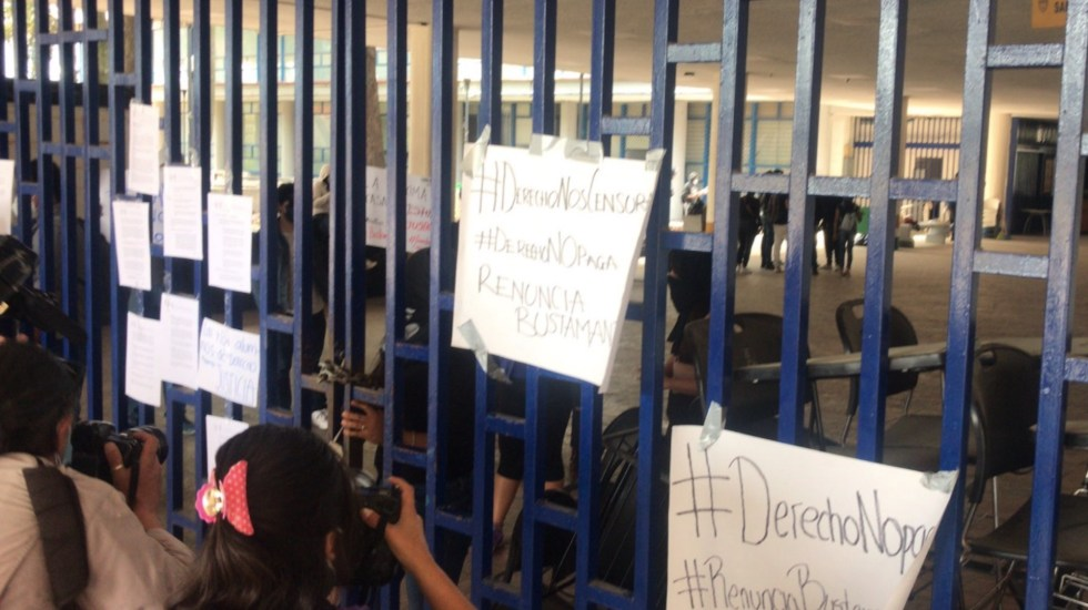 Liberan instalaciones de la Facultad de Derecho de la UNAM tras toma para exigir pago a profesores - Alumnos tomaron las instalaciones de la Facultad de Derecho. Foto de @ricardovitela