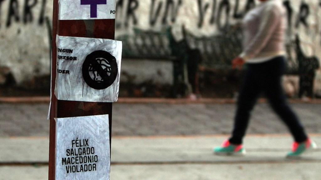 Feministas realizan pintas previo a evento de campaña de Félix Salgado Macedonio; colaboradores las borran - Foto de EFE