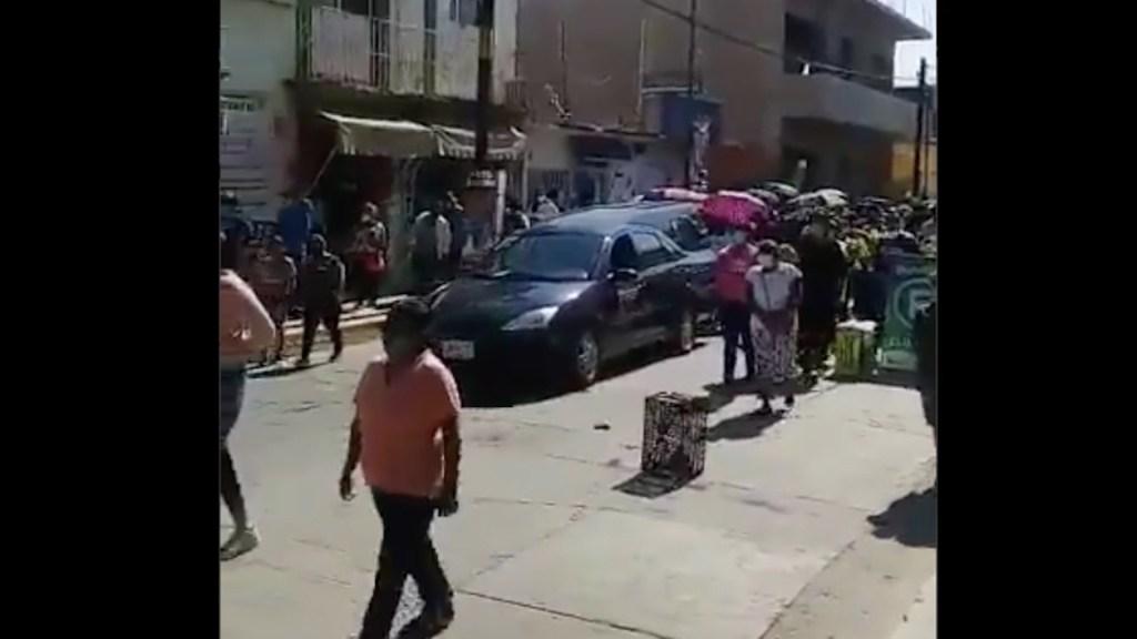 Sepultan a Ivonne Gallegos, precandidata a alcaldía de Ocotlán asesinada el sábado - Amigos y familiares de Ivonne Gallegos en el cortejo fúnebre. Foto tomada de video.