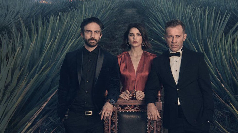 Netflix cancela la serie Monarca; Osvaldo Benavides e Irene Azuela se despiden de sus personajes - Hermanos Carranza Dávila en la serie Monarca. Foto de Netflix