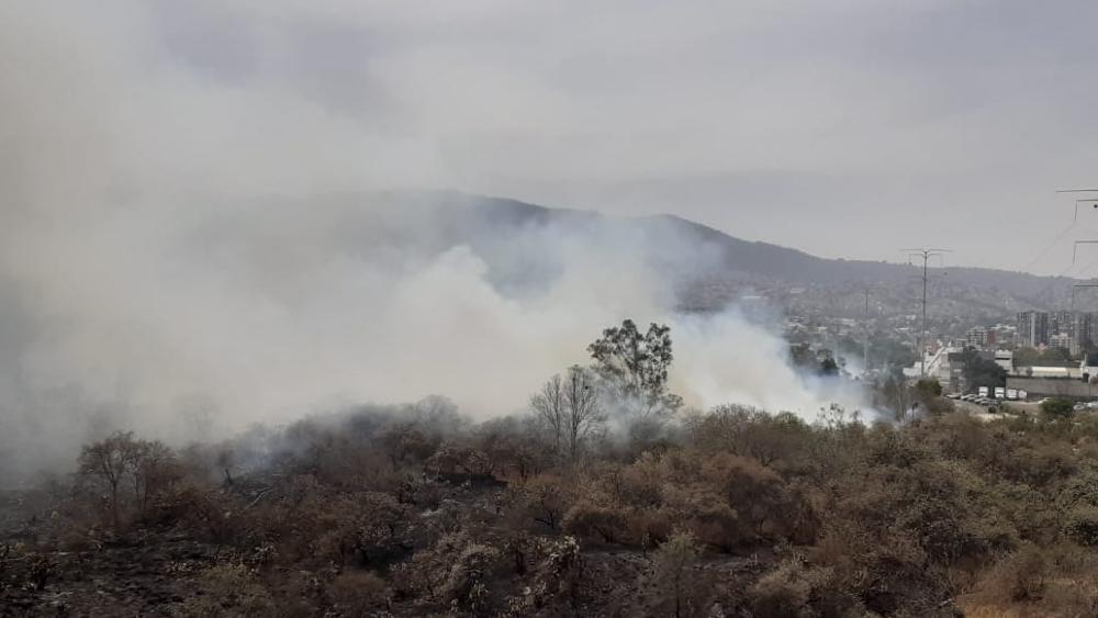 Se reaviva incendio en la colonia Fuentes del Pedregal, en Tlalpan - Incendio Fuentes del Pedregal CDMX (1)