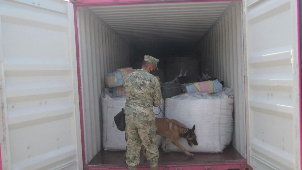 Aseguran 334 kilos de cocaína en puerto de Lázaro Cárdenas, Michoacán - Inspección del buque PACE en puerto de Lázaro Cárdenas. Foto de Semar