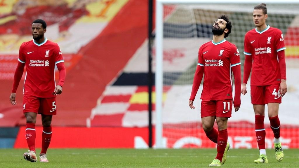 Liverpool encadena su séptima derrota consecutiva en casa ante equipo en zona de descenso - Reacciones de jugadores del Liverpool en partido ante Fulham. Foto de EFE/EPA/Clive Brunskill s.