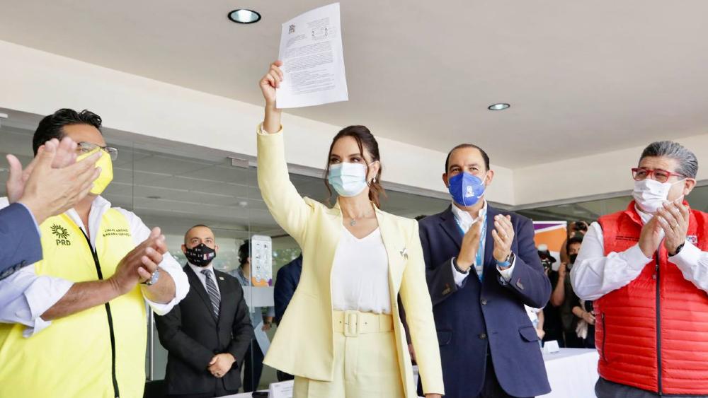 Lupita Jones se registra como candidata a la gubernatura de Baja California - Lupita Jones durante su registro como candidata a la gubernatura de Baja California. Foto de PAN