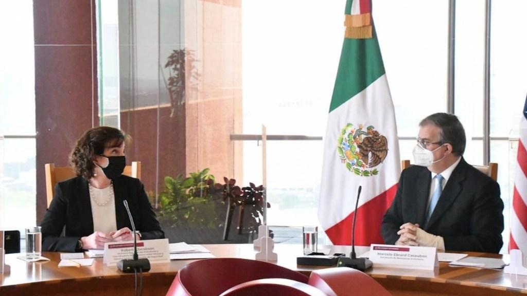 México y Estados Unidos acuerdan trabajar en la migración ordenada ante incremento en flujo de centroamericanos - Reunión sobre migración entre Roberta Jacobson y Marcelo Ebrard. Foto de SRE