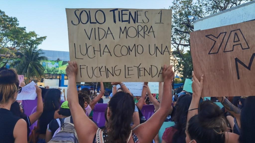 Mujeres marchan en Quintana Roo y Ciudad de México tras brutalidad policial en Tulum - Marcha Tulum Quintana Roo Victoria feminicidios