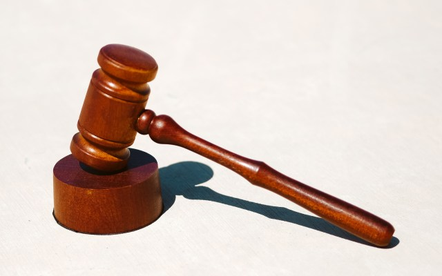 Departamento de Justicia de EE.UU. demanda a Texas para bloquear ley antiaborto - mexicanos juez mazo juicios demanda amparos