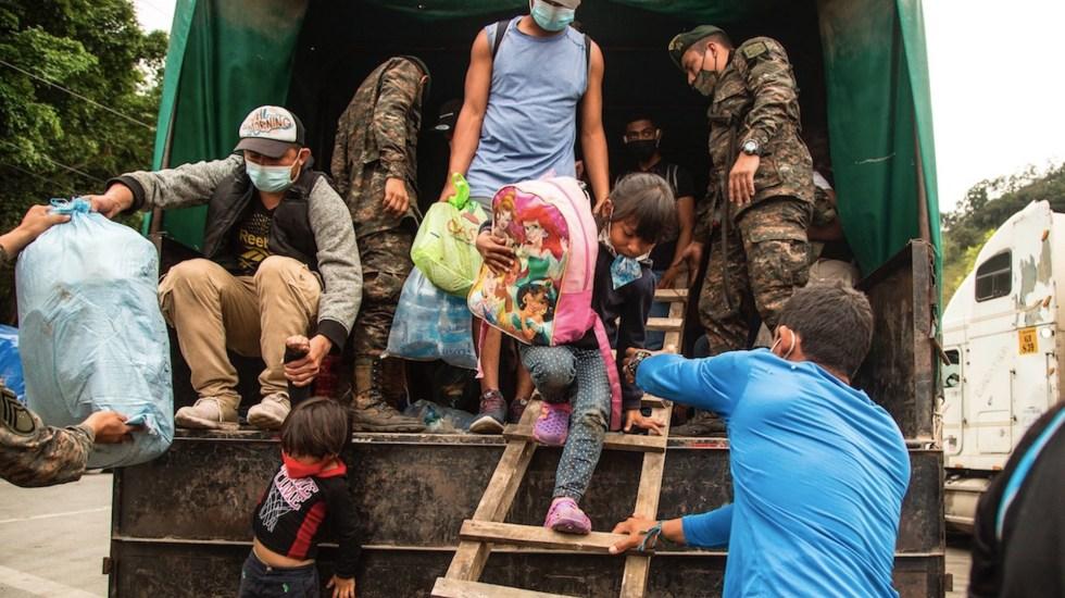 Guatemala refuerza frontera con Honduras para contener a caravana migrante - Migrantes en Guatemala. Foto de EFE