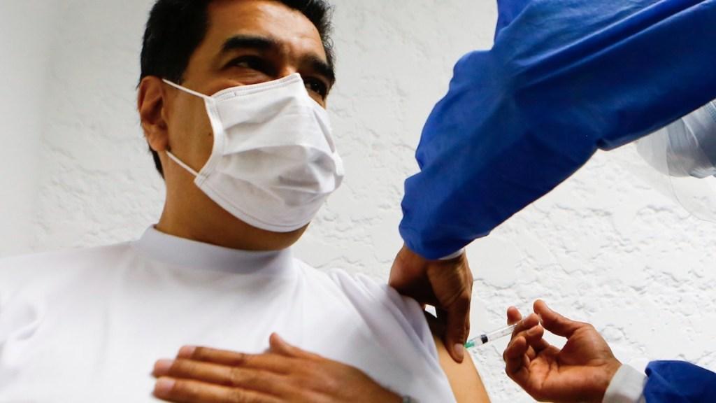 #Video Nicolás Maduro recibe primera dosis de vacuna Sputnik V contra el COVID-19 - Nicolás Maduro recibe la primera dosis de la vacuna Sputnik V. Foto de EFE
