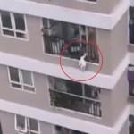 #Video Mensajero salva a niña que cayó desde el piso 12 de edificio