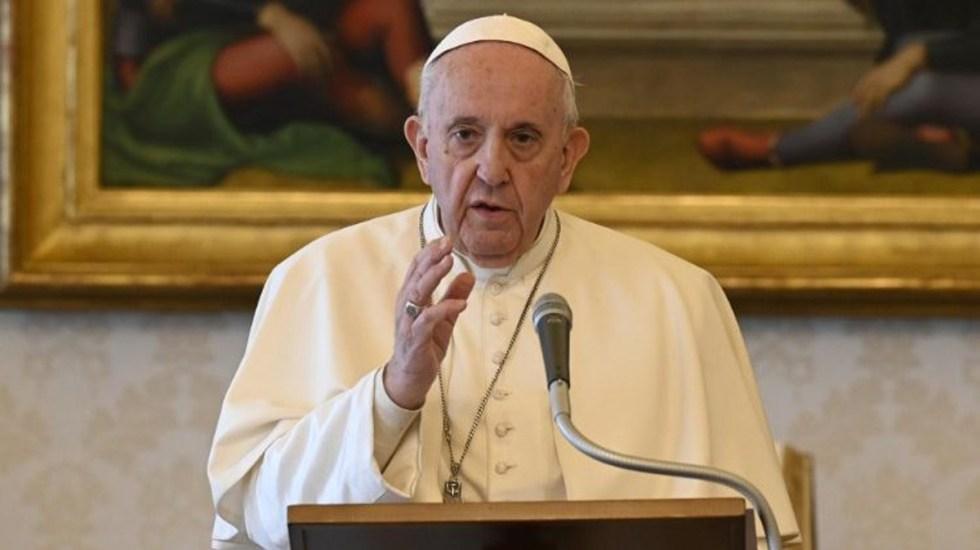 """El trabajo """"es una unción de dignidad"""", asegura Papa Francisco - Papa Francisco desde la biblioteca del Palacio Apostólico. Foto de Vatican Media"""