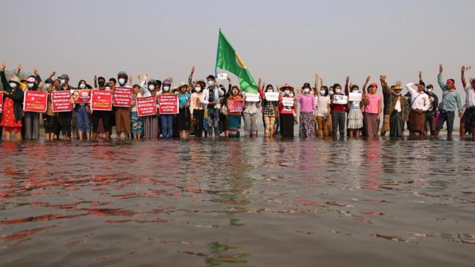 La junta militar birmana cierra medios de comunicación - Foto de EFE