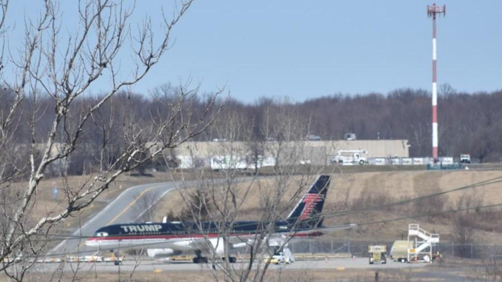 El avión del expresidente Trump está abandonado en un aeropuerto de NY - Trump avión abandonado Nueva York