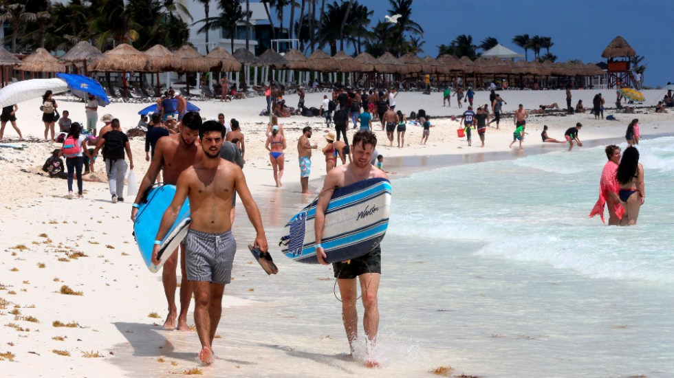 Viaje de graduación a Cancún deja 30 positivos por COVID-19 - turistas Cancun Semana Santa 2021 vacacionistas viaje