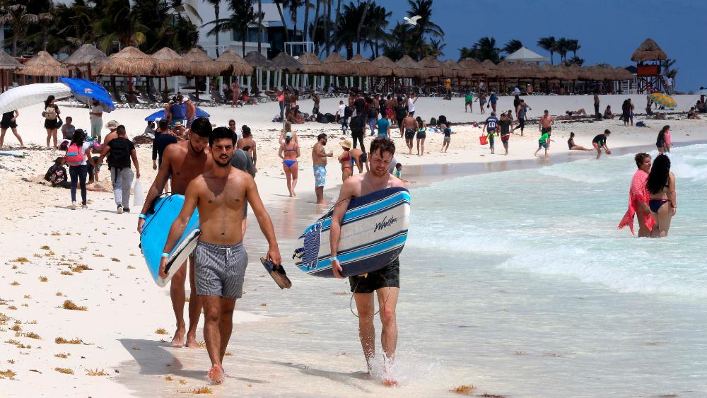 turistas Cancun Semana Santa 2021 vacacionistas