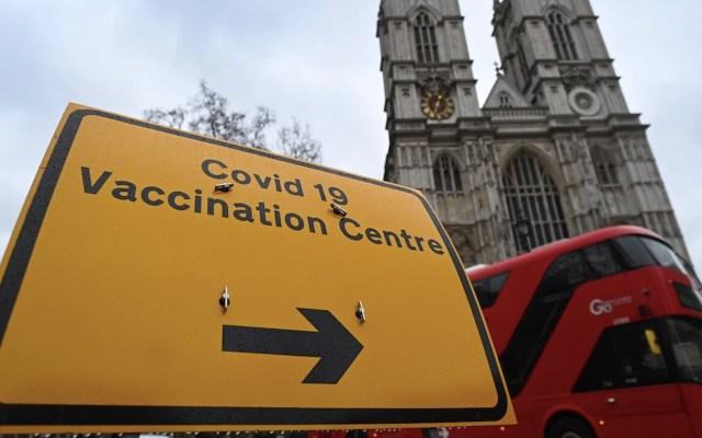 La mitad de adultos mayores en Reino Unido ya ha recibido la primera dosis de la vacuna contra COVID-19 - Reino Unido