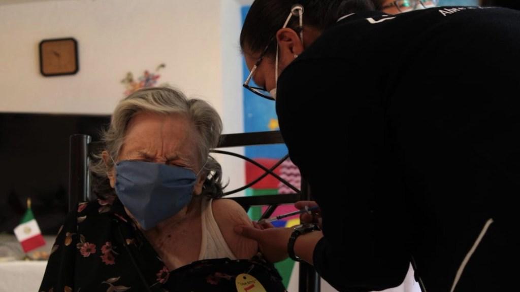 México busca vacunar a 500 mil personas al día tras récord de inmunización - Foto de Secretaría de Salud de la Ciudad de México