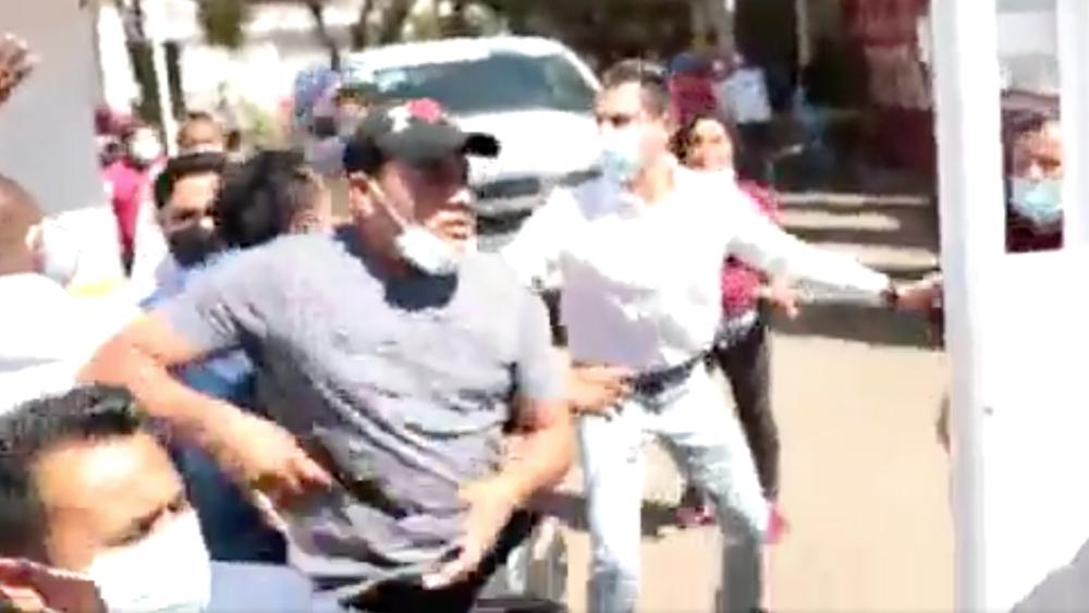 Si delegada del Bienestar en Oaxaca tiene guardaespaldas, será sancionada: AMLO sobre zafarrancho por vacunas - Foto de captura de pantalla