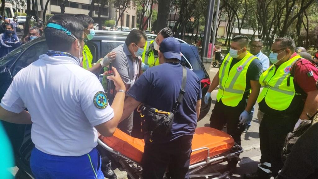 Disparan a abogado sobre Paseo de la Reforma; resultó herido en el hombro - Abogado penalista herido por disparo de arma de fuego sobre Paseo de la Reforma. Foto de @repartidorr