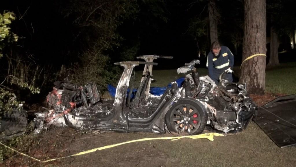 Accidente de auto Tesla sin nadie al volante deja dos muertos en Texas - Accidente Tesla auto
