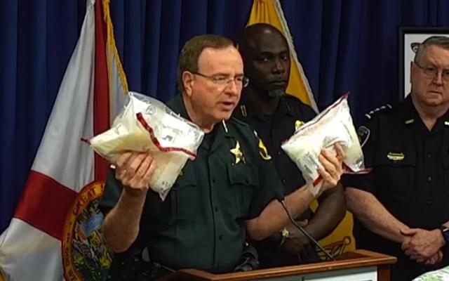 Decomisan droga a red ligada al Cártel de Juárez que operaba en Florida y Georgia - Alguacil del condado de Polk muestra droga decomisada a red ligada a cártel mexicano. Captura de pantalla