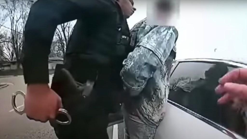 """Policía que mató a joven afroamericano en Minnesota confundió """"taser"""" con pistola - Autoridades mostraron un video del asesinato de un joven afroamericano en Minneapolis. Foto tomada de video"""