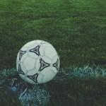 Cuando el fútbol evitó la desaparición de la bandera inglesa - Balón de futbol. Foto de Markus Spiske / Unsplash