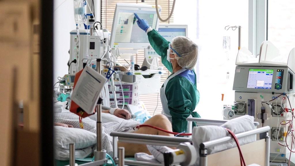 Corticoides reducen la mortalidad en pacientes mayores con COVID-19 - Casos de COVID-19. Foto de EFE