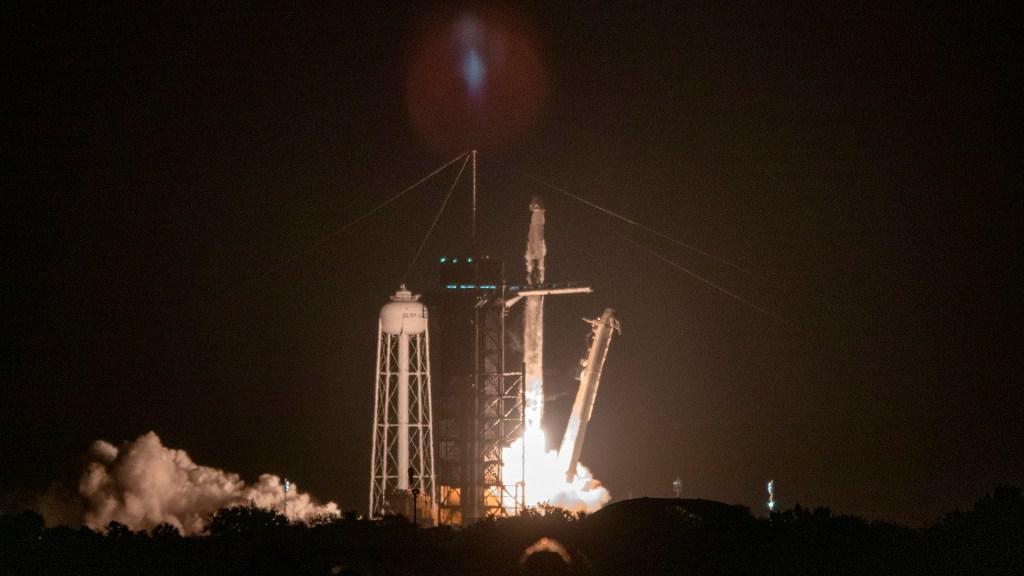 Despega con éxito segunda misión tripulada de la NASA y SpaceX a la EEI - Despegue de segunda misión de la NASA y SpaceX. Foto de EFE