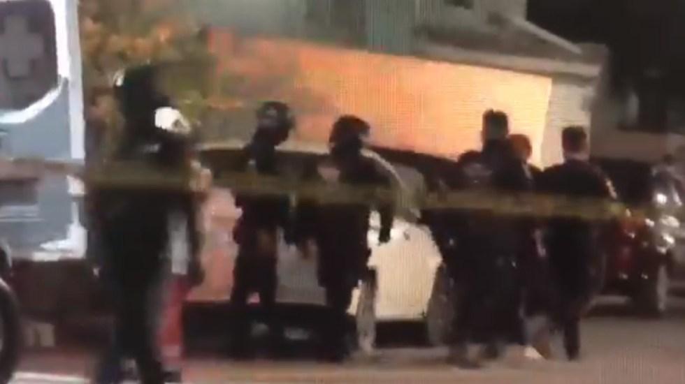 #Video Detienen y golpean a la reportera Vianca Treviño en Nuevo León - Detención de Vianca Treviño. Captura de pantalla
