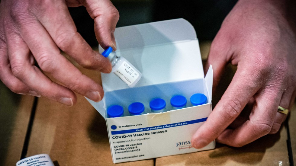 Estados Unidos amplía la caducidad de la vacuna de Johnson & Johnson - Dosis de la vacuna contra COVID-19 de Johnson & Johnson. Foto de EFE