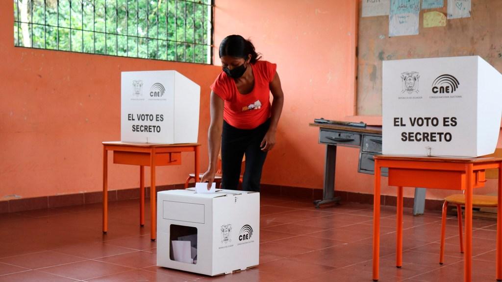 América Latina optó por voto de castigo en 'superdomingo electoral': Daniel Zovatto - Elecciones en Ecuador. Foto de EFE