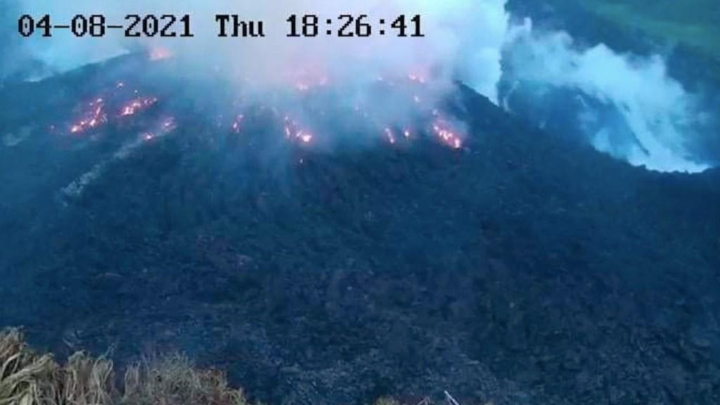 Volcán La Soufriere a punto de hacer erupción; ordenan desalojo de habitantes de San Vicente - El volcán La Soufriere. Foto de EFE