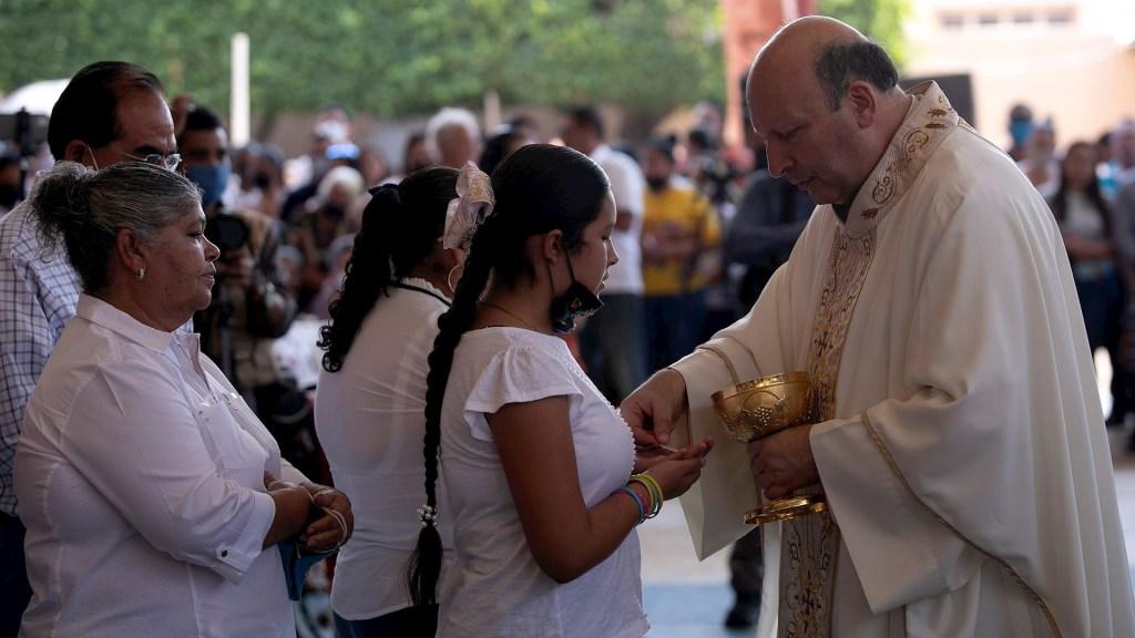 Visita a Aguililla fue para dar ánimo y valor a la gente: nuncio Coppola - Vista de la visita del nuncio apostólico, Franco Coppola a Aguililla. Foto de EFE