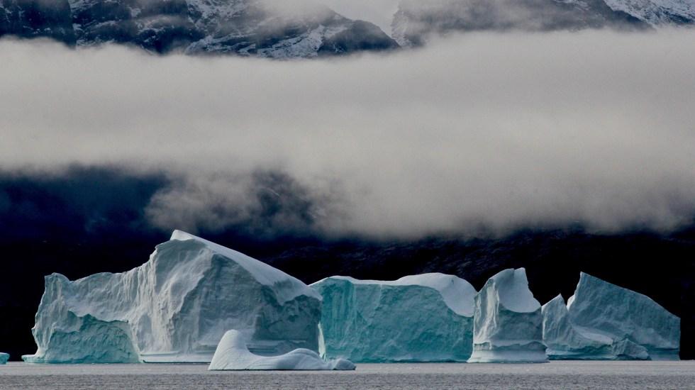 Deshielo de glaciares se acelera desde 2000, alerta estudio - Glaciar en Groenlandia. Foto de Alex Rose / Unsplash