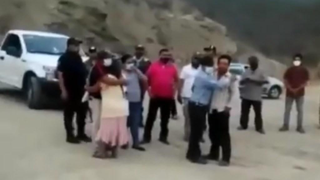 Enfrentamiento en Sierra Sur de Oaxaca deja siete muertos - Habitantes de ranchería 'El Guayabo' trasladados a albergue tras enfrentamiento. Captura de pantalla / Quadratin