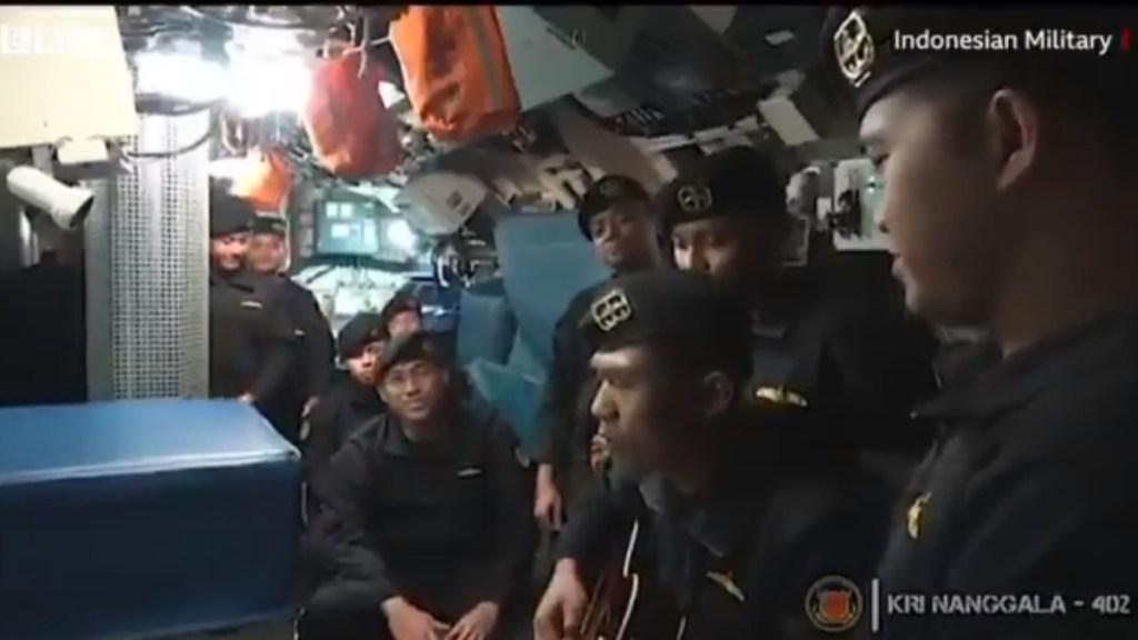 #Video Tripulación canta antes de hundimiento de submarino en Indonesia - Indonesia submarino