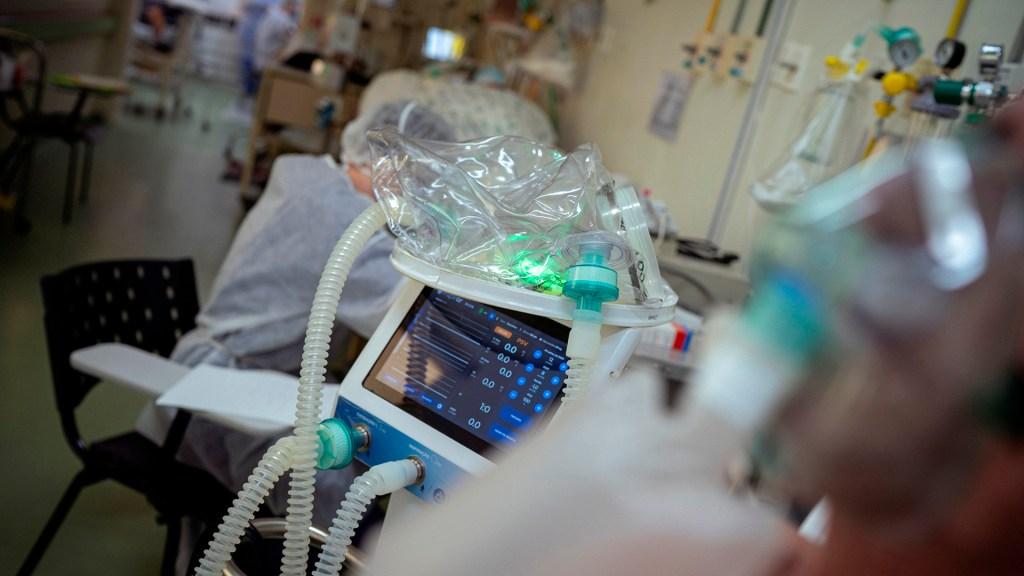 Detectan variantes Delta y Mu de COVID-19  en un mismo paciente en Hidalgo - Insumos médicos para atender COVID-19 en hospital. Foto de EFE