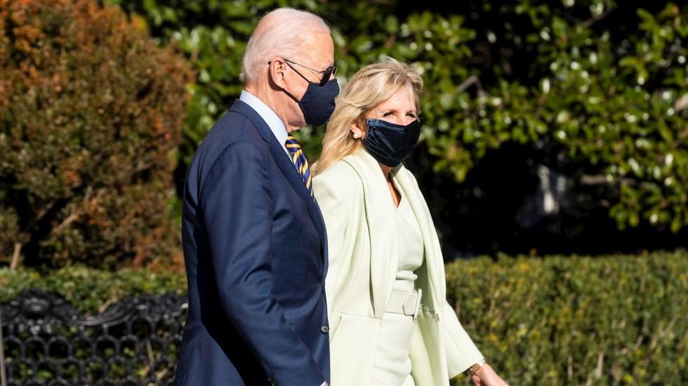 Joe y Jill Biden llaman a estadounidenses a vacunarse contra COVID-19 - En la imagen, el presidente de Estados Unidos, Joe Biden y la primera dama, Jill Biden. Foto de EFE/EPA/JIM LO SCALZO/Archivo