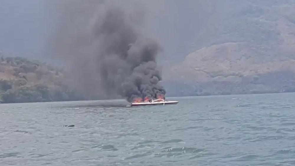 Rescatan a cuatro personas tras incendiarse lancha en Chiapas - lancha incendio Usumacinta Chiapas