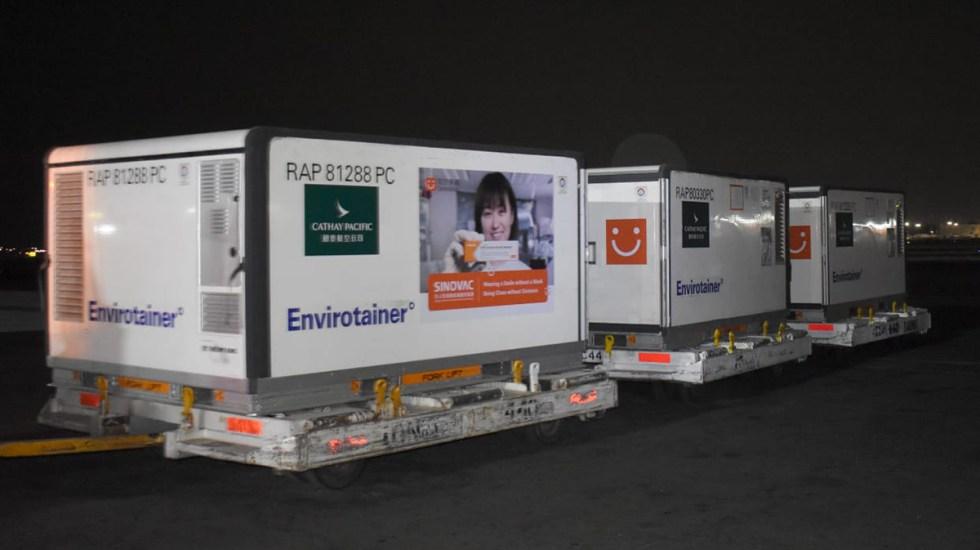 México recibe medio millón de vacunas Sinovac contra COVID-19 - Lote de vacunas Sinovac llegado a México. Foto de @SSalud_mx