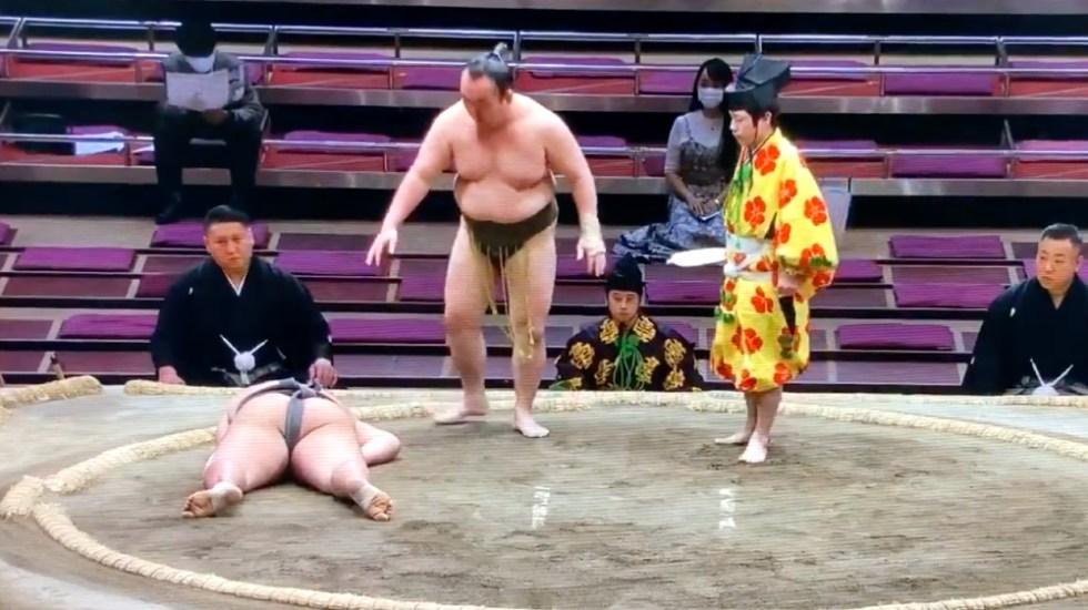 Video Murió luchador de sumo por golpe en la cabeza durante combate