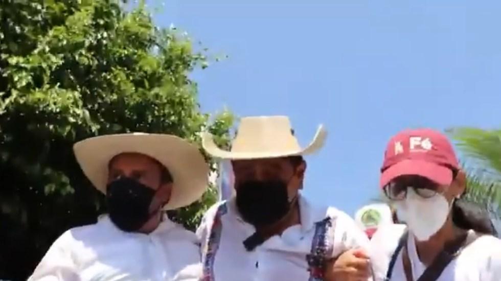 #Video Félix Salgado Macedonio abandona protesta contra INE por malestar físico - Momento en que Félix Salgado Macedonio abandona mitin por malestar físico. Captura de pantalla